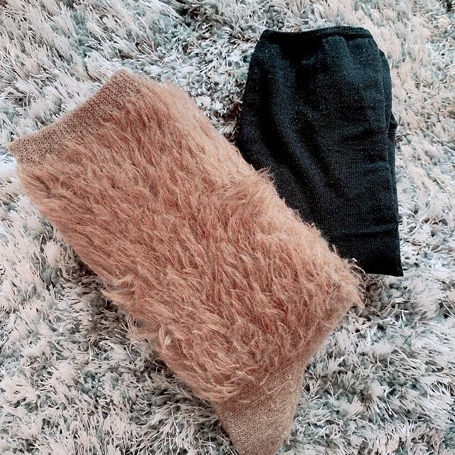 MARCOMONDEの靴下2種。もけもけブラウンとラメブラック。
