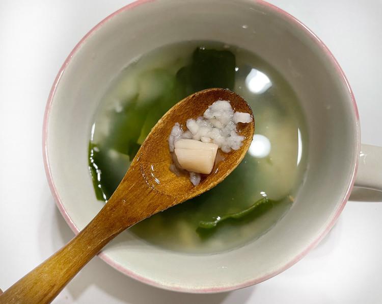小さめごはん 貝柱とわかめの梅雑炊(アップ)