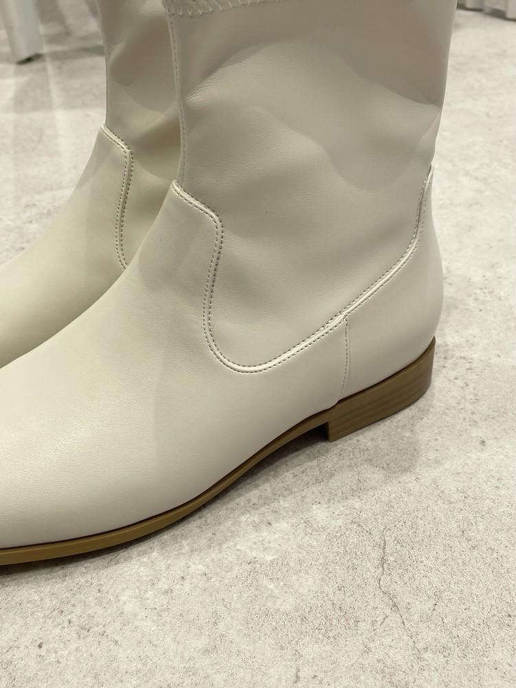 【GU】白ブーツのサイド