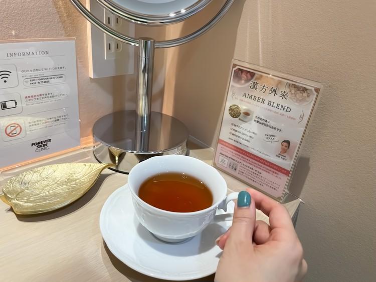 おいしい漢方茶をいただきながら、初診票に記入