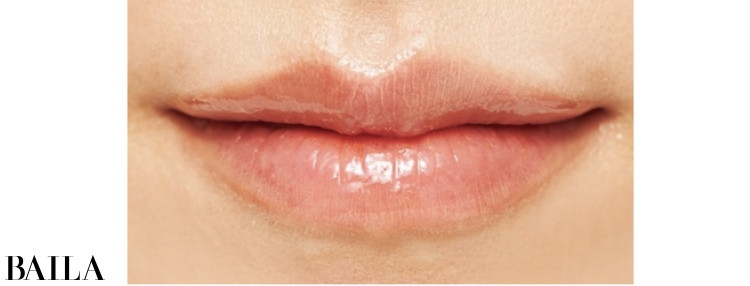 血色と透明感を添えながら唇をふっくらトリートメント