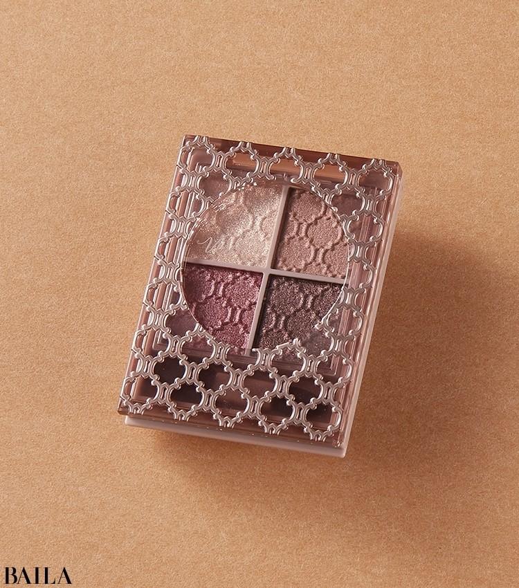 まぶたにツヤを宿す、左上のクリーミーベースに注目。ヴィセ リシェ グロッシーリッチ アイズ N 新2種(写真はPK-10)¥1320(編集部調べ)/コーセー(限定品)