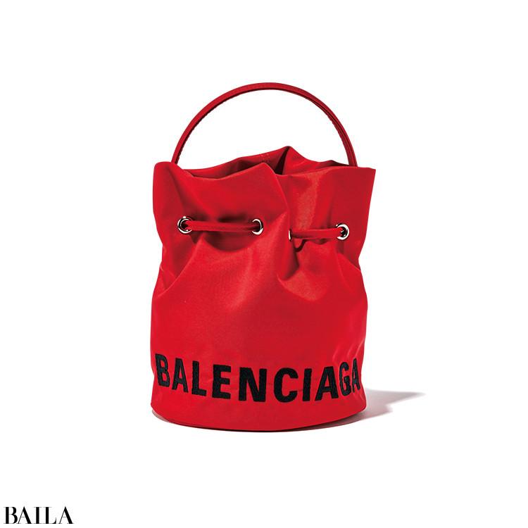 BALENCIAGA バッグ「ウィール XS ドローストリング バケットバッグ」(18×15×15)¥89000/バレンシアガ クライアントサービス(バレンシアガ)