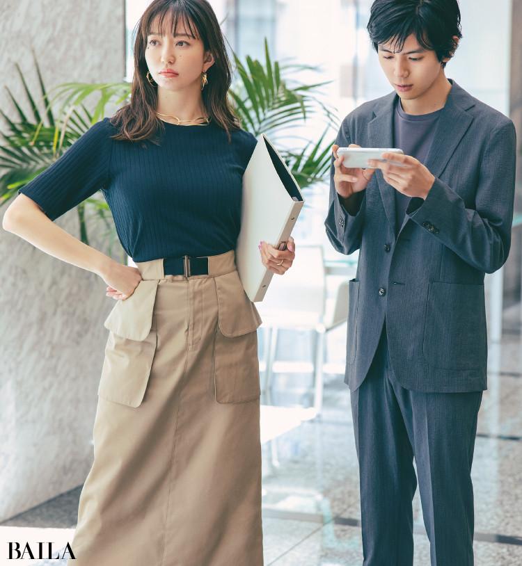 Tシャツとタイトスカートコーデの松島 花
