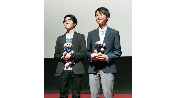 2019年6月に東劇で行われたトークイベントで登壇する市川染五郎さん(左)と市川團子さん(右)。