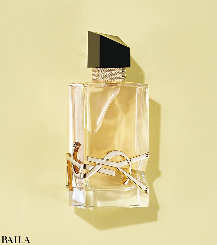 華やかさとみずみずしさ、透明感と官能。異なる側面を持ちながら、素肌に寄り添うやわらかな香り。リブレ オーデトワレ 50㎖ ¥13750/イヴ・サンローラン・ボーテ
