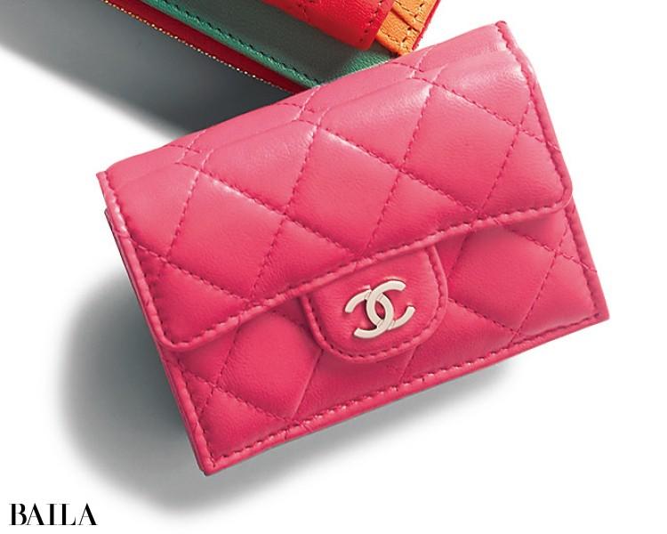 シャネルの三つ折り財布