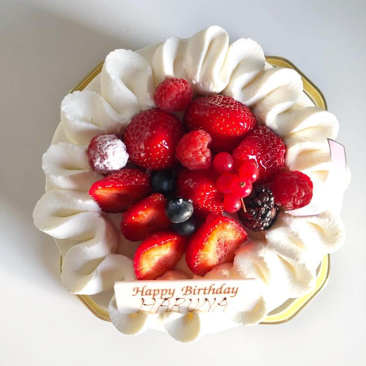 誕生日ケーキはa tes souhaits!のホールケーキ♡_1