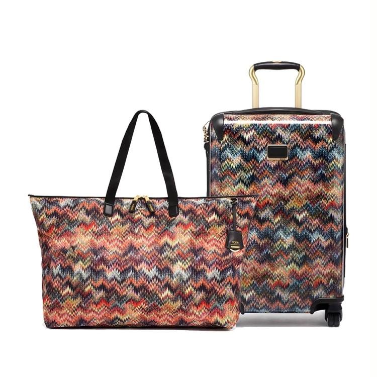 「TUMI(トゥミ)と「Missoni(ミッソーニ)」のコラボトートバッグ、キャリーケース
