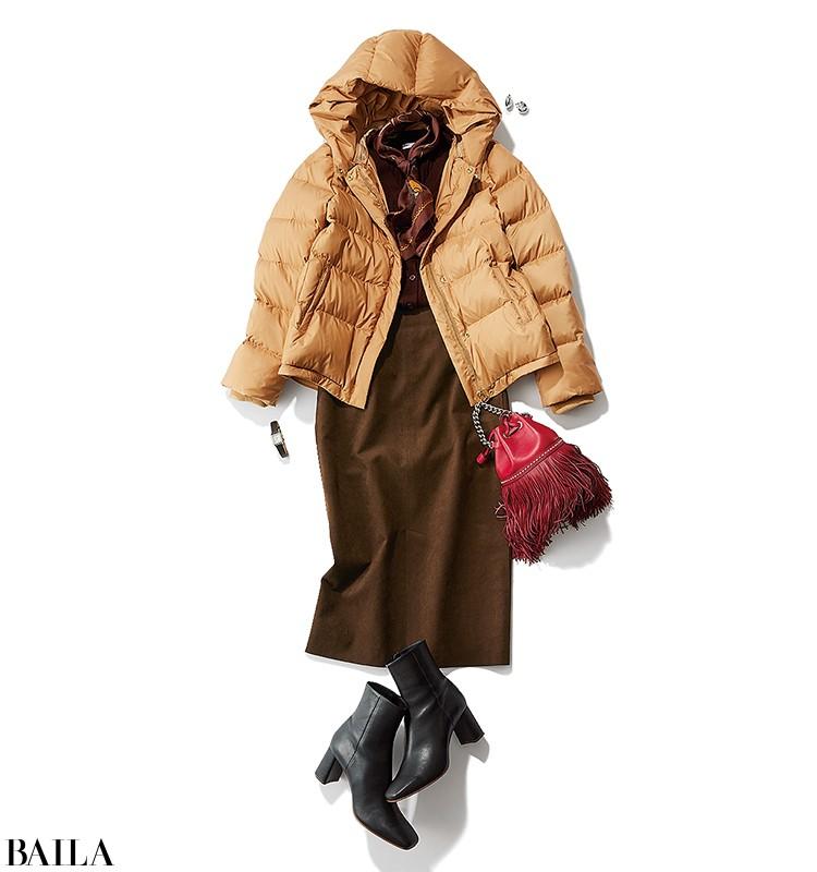 屋外でのイベント立ち会いは、洗練スカートコーデでダウンコートをシックに着こなして【2019/11/2のコーデ】_1
