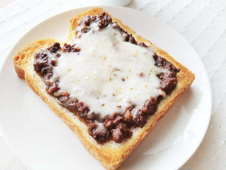 ジンジャードライキーマカレーを載せたトースト