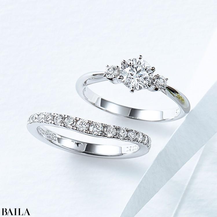 センターと両サイドのダイヤモンドが美しいバランス