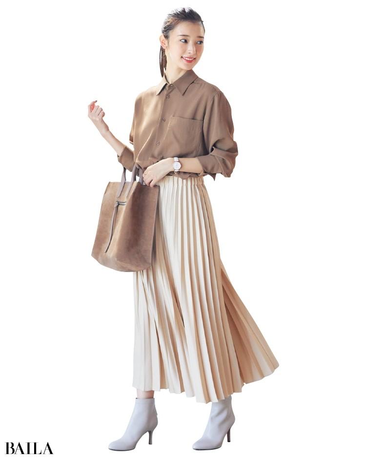 プリーツスカートととろみシャツのコーデ