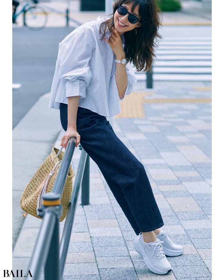 レザー素材&スタイリッシュなデザインのハイテクスニーカーコーデの松島 花
