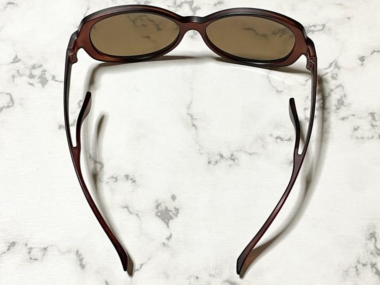 ファッション用グラス 跡がつかないサングラス(NON NOSE PAD SUNGLASSES)を上から見た画像