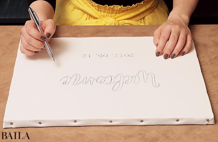 2カーボン紙を外し、とぎれている部分をしっかり ボールペンでつないで文字の枠を作る
