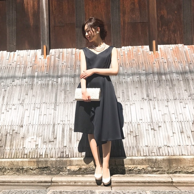 お呼ばれ♡上品サテンのドレス、それどこの??_1