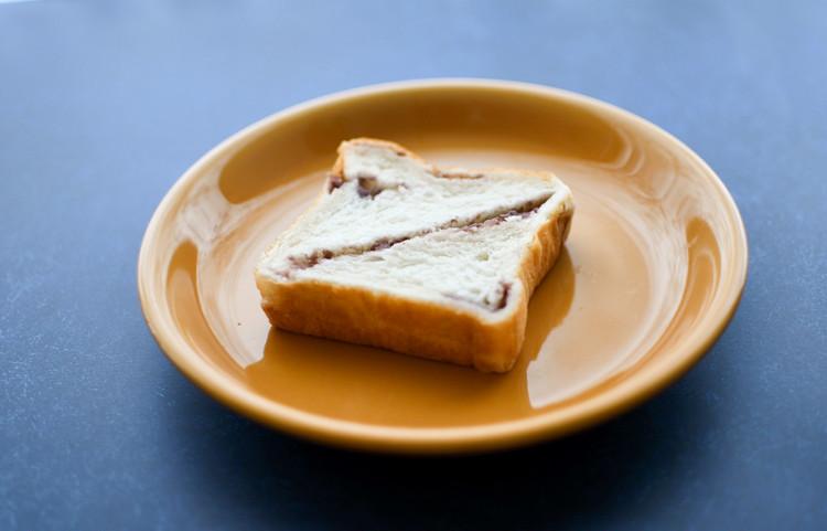 セブンイレブンのおすすめ食パン「あんバターブレッド」はそのまま食べてもおいしい!