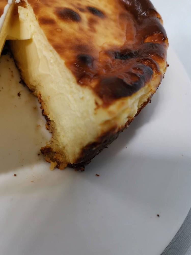 6.【セバスチャン】バスクのチーズケーキ(¥6000)カット