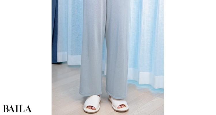 パンツは締めつけ感ゼロなワイド形