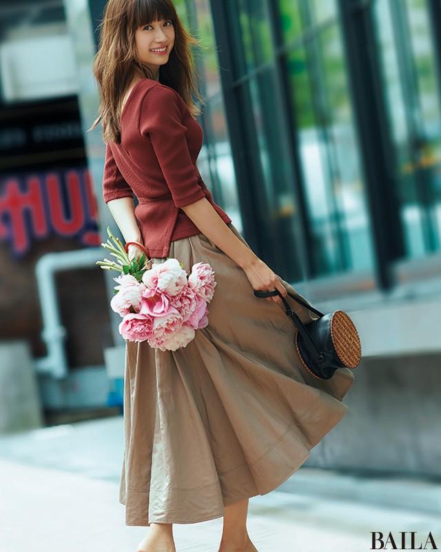 仕事帰りにデートがある日は、肌見せニット×スカートで大人の色気を【2018/6/19のコーデ】_1