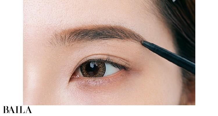 眉尻は鼻と目尻の延長が黄金比率