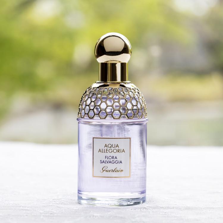 カンペールの人気サンダルのオルガに似合うゲランの香水
