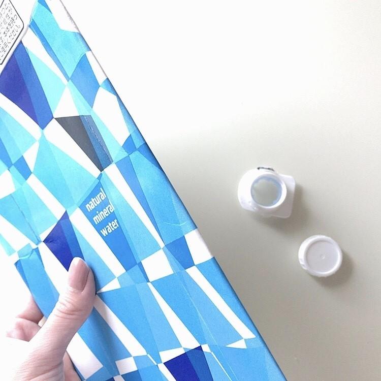 分別が簡単にできる紙パックミネラルウォーター
