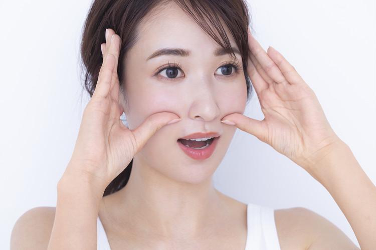 ほうれい線消しメソッド02▷顔のゆがみを矯正してたるみを解消