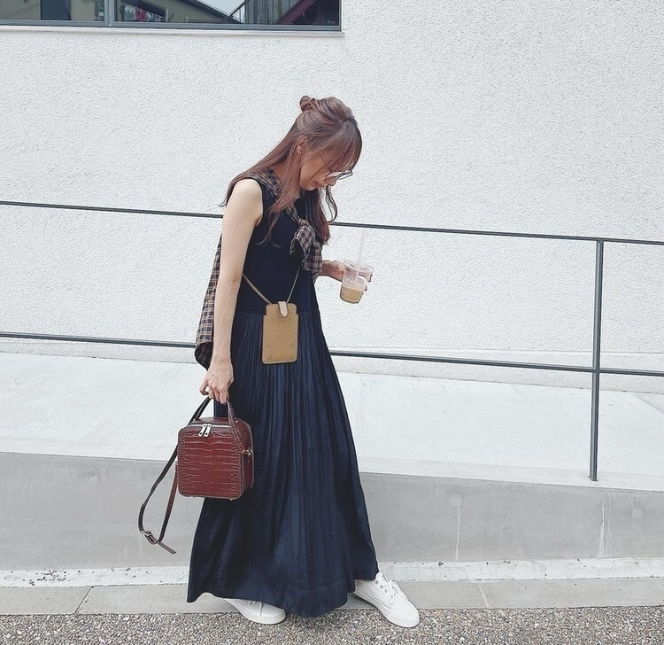 大人に似合う白スニーカー スーパーバイラーズ阿部晴菜さんはメゾンキツネの白スニーカー