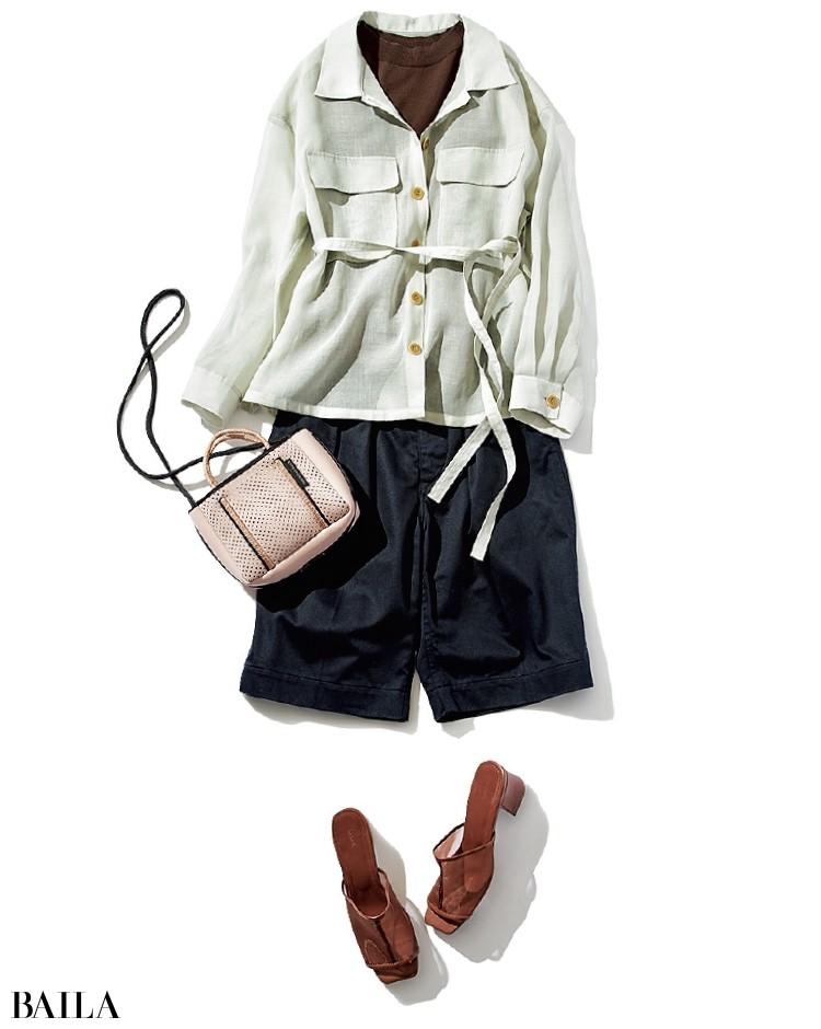 濃色で取り入れれば、さらに着やすく大人っぽいサファリスタイルに