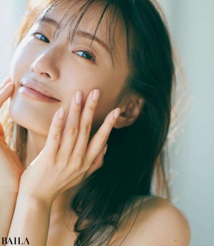 【写真】松本まりかの美肌にクローズアップ_3