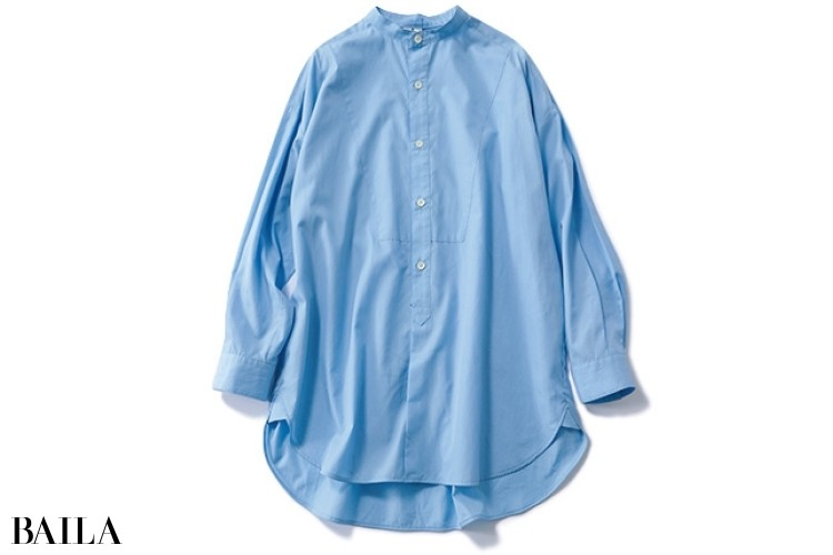 トラディショナル ウェザーウェアのスタンドカラーブルーシャツ
