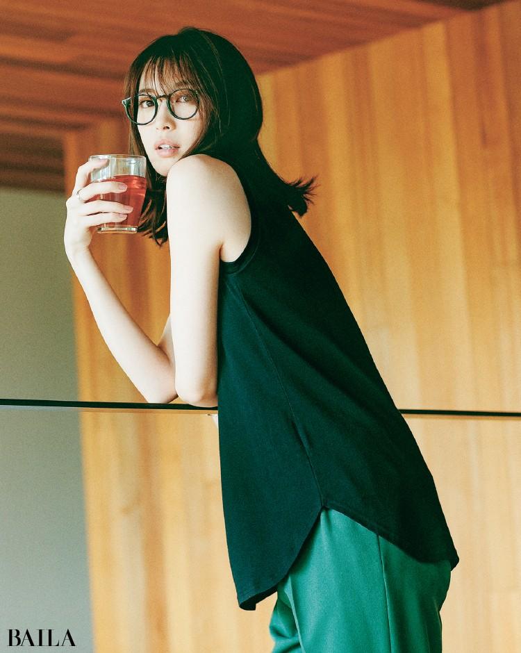なめらかなコットンジャージのトップスコーデの宮田聡子