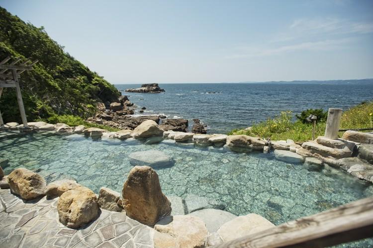 空と海と温泉が一体となる露天風呂。夏のお出かけ和歌山編①【関西のイケスポ】_2