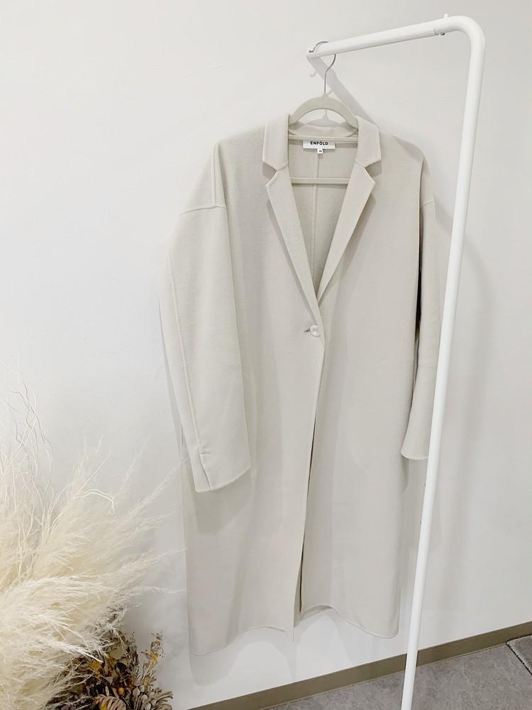 ENFOLDの白コートで気分転換。いつものカジュアルがキレイに決まる。_2