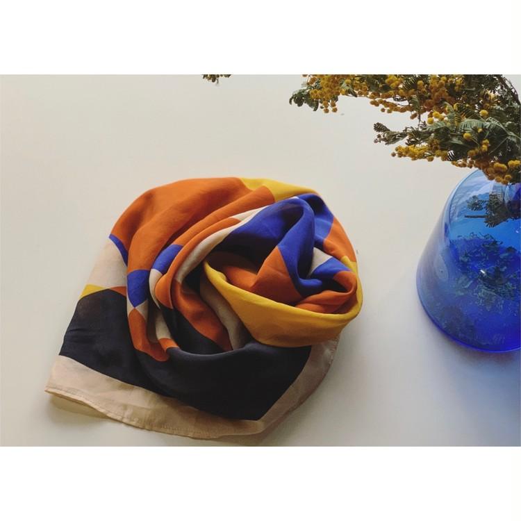 ロングトレンチコート+ゆる巻きスカーフで華やかさプラス_2