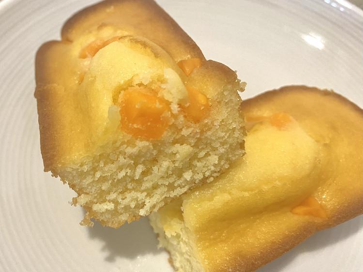 しっとりケーキ(角切りチーズ)の断面