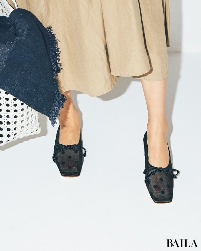 透け素材のフラット靴で抜け感を!【脱・コンサバのブラウン・ベージュワンピコーデ】_2