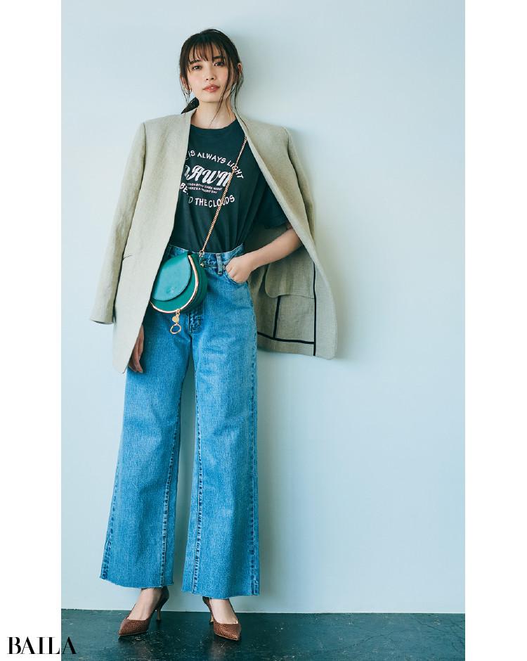 リネン素材のジャケットとロゴTコーデの宮田聡子