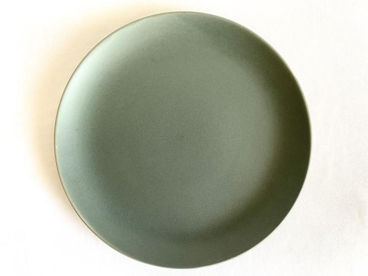青みがかったグレーのお皿