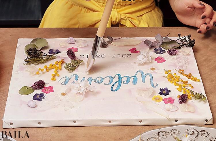 8最後にろうをたっぷり筆にとり全体に塗る。場所に よって量に差があったほうがシャビーシックな雰囲気に
