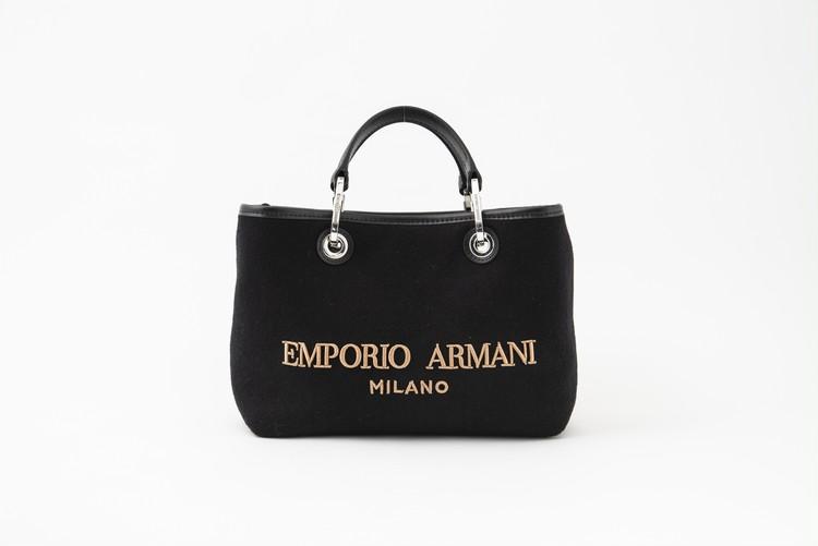 エンポリオ アルマーニのフェルト素材のバッグ