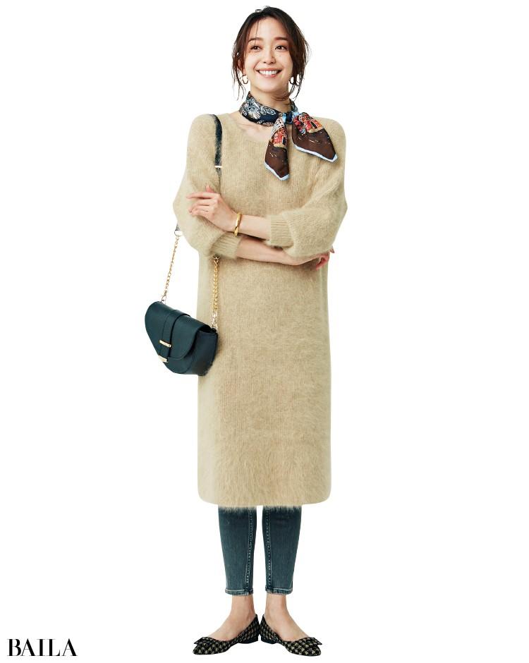 ワンピースとパンツの重ね着コーデの松島 花