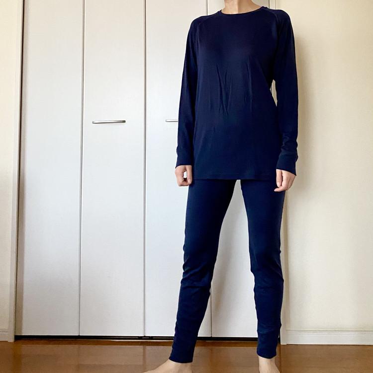 【ワークマン(WORKMAN)】メリノウール使用¥1900長袖丸首シャツ&前開きロングタイツ 女性がパジャマとして着用