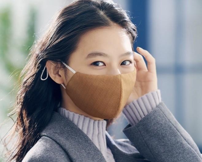 【ジーユー(GU)】新作マスク④:「高機能フィルター入り  コーデに合わせて選べる ファッションマスク」¥590