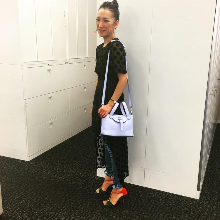 キャサリン妃も愛用【メリメロ】のバッグは持ち方が新しい!_2_2