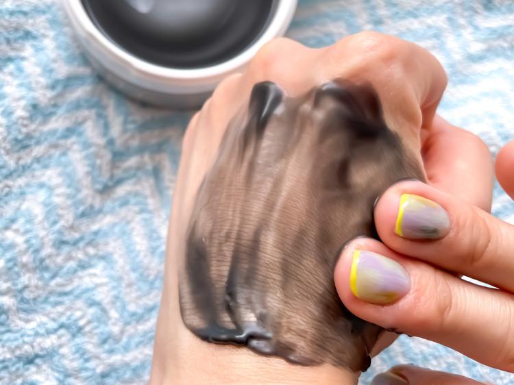 すーっととろけて、毛穴の黒ずみや汚れをするんとオフ。