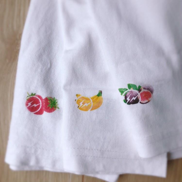 「ザ・コンビニ×フルーツオブザルーム×fragment design」のパックTシャツ