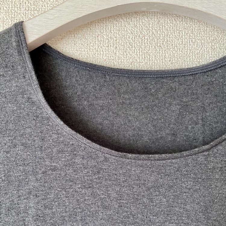 """【無印良品「綿であったかインナー」】SNSで大評判の""""最強ババシャツ""""着用レビュー 婦人「綿であったかUネック八分袖Tシャツ」"""